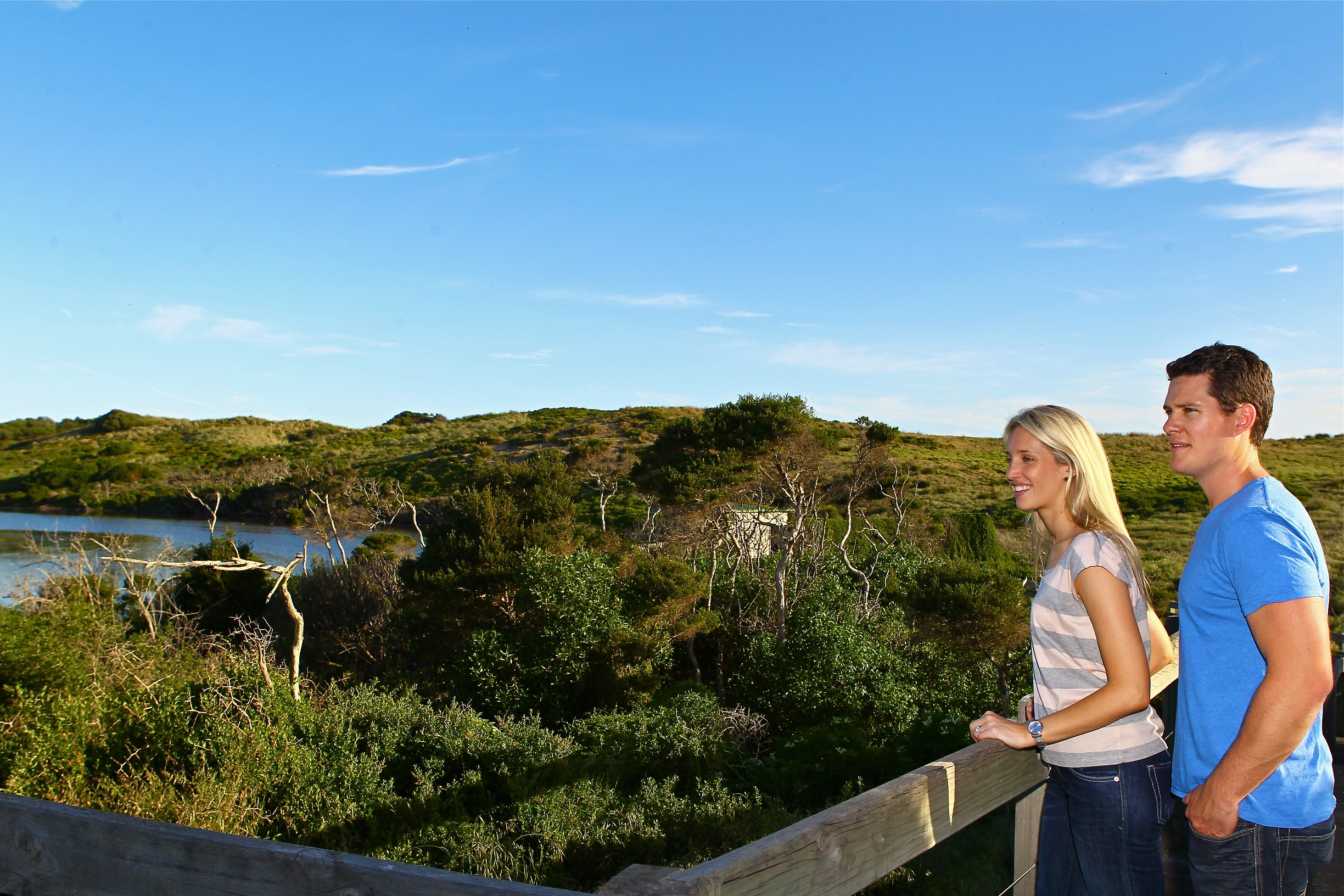 phillip island tour takes you on a unique guided walk to swan lake