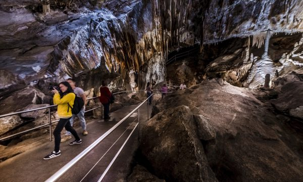 jenolan caves tours from sydney